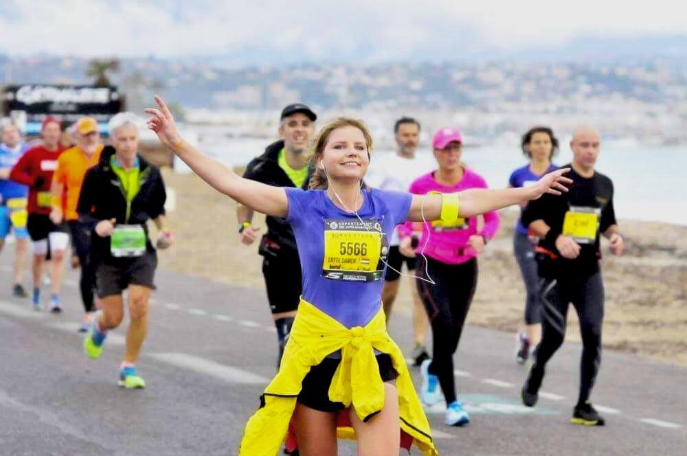 Lotte Damen loopt de marathon van Cannes naar Nice