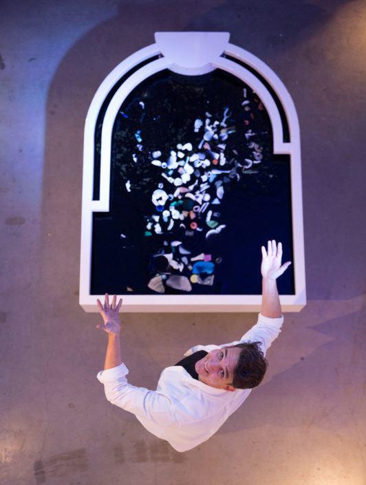 Kunstinstallatie 'Plastic Reflectic' in werking.