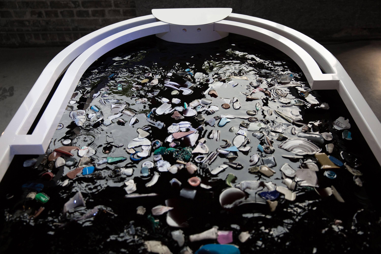 Plastic Reflective - Interactive installation door Thijs Biersteker