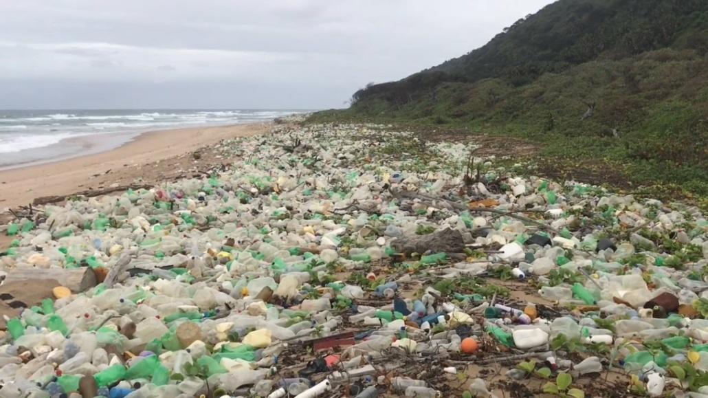 Plastic vergaat niet en tegelijkertijd blijft de plasticproductie maar groeien. Dit zorgt voor een opeenhoping van plasticafval. Lees meer!